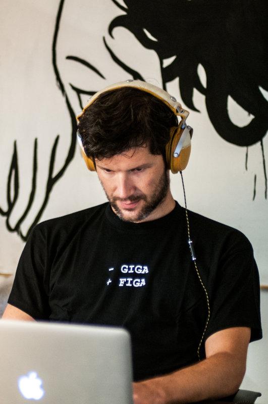 gigafiga-maglietta
