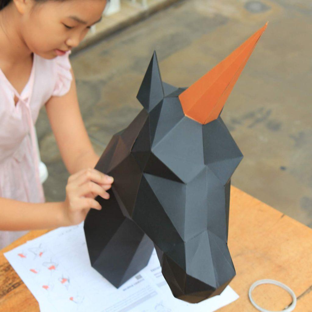 Testa di unicorno di carta, trofeo origami